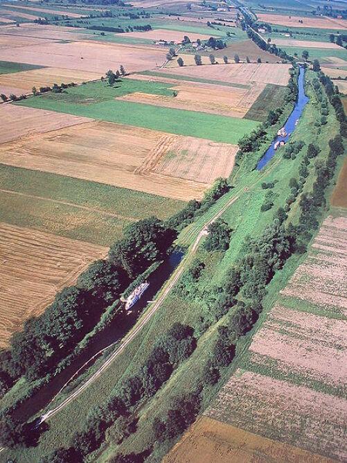 Kanał Elbląski jest najdłuższym kanałem żeglugowym w Polsce (Wikipedia)