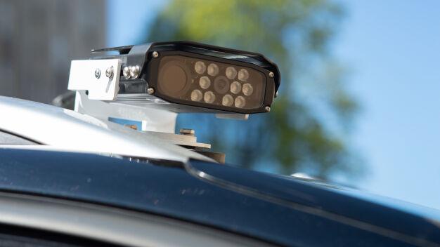 Kamera zeskanuje rejestrację i sprawdzi, czy zapłaciłeś za parking