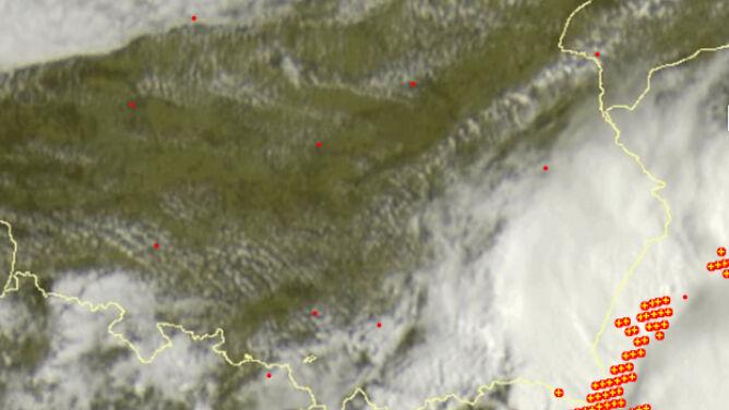Burze przechodzą nad Polską. <br />Sprawdź, gdzie grzmi