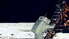 Aldrin na drabince modułu księżycowego