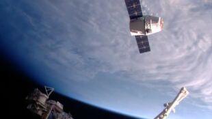 Zaopatrzenie dotarło do astronautów, a rakieta Falcon 9 bezpiecznie wróciła na Ziemię. To drugi raz