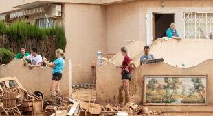 Skutki ulew w Hiszpanii (PAP/EPA/MANUEL LORENZO)