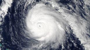 Huragan Gonzalo uderzył w Bermudy. 90 procent wysp bez prądu